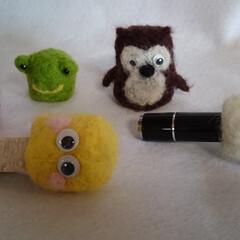 羊毛フェルト/ハンコホルダー/ハンコ/動物/モンスター/人形 私は石のハンコを作っていますが、捺す時に…