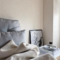 アイボリー 無地壁紙シール ウォールステッカー  60cm×1(ウォールステッカー)を使ったクチコミ「変わり映えしませんが、リビングのソファー…」(1枚目)