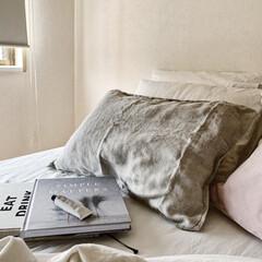 海外インテリアに憧れる/海外インテリア/シンプリスト/インテリア/洋書/北欧インテリア/... ベッドルーム ベッドのベッド部分を取り外…