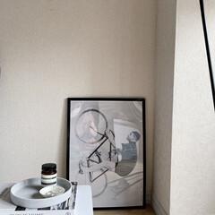 アイボリー 無地壁紙シール ウォールステッカー  60cm×1(ウォールステッカー)を使ったクチコミ「昨日の写真のソファー周りを正面から見ると…」(1枚目)