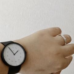 アイボリー 無地壁紙シール ウォールステッカー  60cm×1(ウォールステッカー)を使ったクチコミ「先日、紹介した腕時計。 つけるとこんな感…」