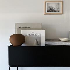 2.ホワイト)BENQUE 壁紙シール 無地 3D DIY ウォールステッカー はがせる 防水 45cm×10M(ウォールステッカー)を使ったクチコミ「ferm LIVING のプラントボック…」