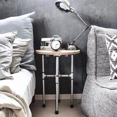 セルフリノベーション/ベッドルーム(寝室)/ニトリ/ambient lounge/IKEA/DIY/... ガス管でサイドテーブルをDIY♪♪ . …