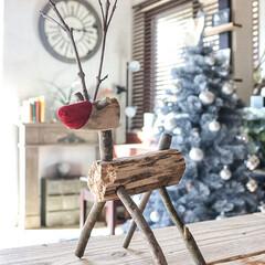 DIY/工作/枝/トナカイオブジェ/クリスマスオブジェ/クリスマス 枝で赤鼻のトナカイさん作ってみました☺︎