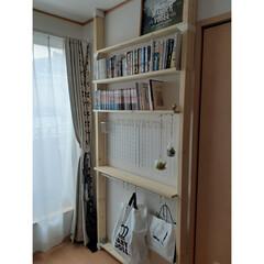 壁面収納/寝室/ディアウォール棚/収納/本棚DIY/ディアウォール/... 2階の寝室に、ディアウォールで棚を作りま…