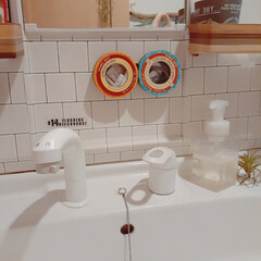 洗面所収納/100均/マグネットシール/空き缶/収納アイデア/バス/... 洗面所収納アイディア🎵 鏡の下に100均…