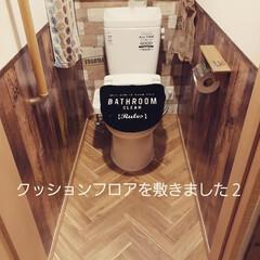 トイレの床/床材/リノベーション/ヘリンボーン/トイレインテリア/トイレ/... トイレの床やっと貼り変えられたー😆💕 前…