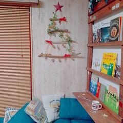 カフェ風インテリア/アメリカンインテリア/DIY/折り畳みテーブル/ラブリコ/ソファーベッド/... 今年で3年目の流木ツリー😊 毎年玄関に飾…