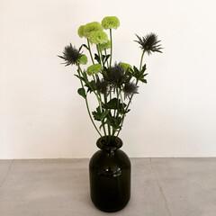IKEA 花瓶にスーパーで買った花をさしただけ。 …