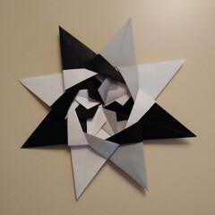 モノトーン/リース/おりがみ/インテリア 娘が折り紙で作ってくれたリース風のもの☆…