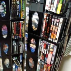 収納/DVD収納/DVDコレクター/こだわりの並べ方/多すぎて紹介しきれない/お気に入りのDVD 重さに耐えきれなくてたまにナダレが起きま…
