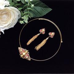 ソウタシエ/耳飾り/チョーカー/クラシカル/タッセル ソウタシエの耳飾りとチョーカーのセット