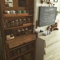カフェ風インテリア 冷蔵庫の目隠しに棚を作ってそこをカフェ風…
