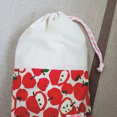 ツートンカラー/巾着袋/幼稚園 スモック用に作った巾着です。ハートで隠れ…