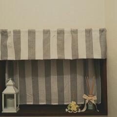 お花/カーテン/窓/トイレ/住まい/インテリア セリアのカフェカーテンを2枚購入して つ…