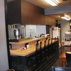 店舗リフォーム/カウンター/天神橋川波 既存の店舗にはカウンターがないので、厨房…