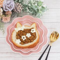 ミートパイ/焼かないミートパイ/ねこねこ食パンアレンジ/ねこねこ食パン/ブランチ/ルクルーゼ/... にゃー×焼かないミートパイ♡  すっかり…(1枚目)