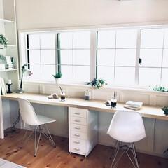 スカンジナビアン/腰壁DIY/机DIY/造り付け棚DIY/窓枠DIY/ワークスペース/... 窓枠、腰壁、造り付け棚、机をDIYしたワ…