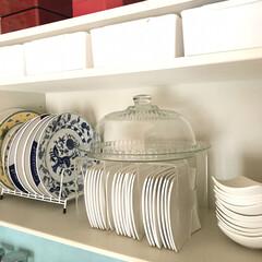 キッチン収納/カップボード収納/お皿収納 ブックスタンドを逆さまにすることで皿は縦…