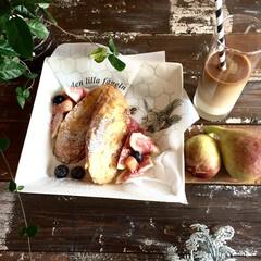 うちカフェ/季節物/イチジク/朝食 庭で獲れたイチジクが食べ頃です。 フレン…