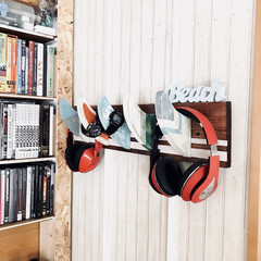 壁面収納/DIY/西海岸インテリア/収納/収納アイデア/収納グッズ/... DIYしたフィンフックに腕時計、ヘッドフ…(1枚目)