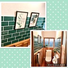 トイレ/無垢材/漆喰/セルフ/タイル/ボタニカル/... 壁にはボタニカルな絵を飾って季節の花をさ…