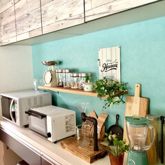 西海岸カフェ/壁紙/DIY/キッチン/カフェ/カフェキッチン/... 西海岸カフェをイメージした壁紙を貼り、棚…