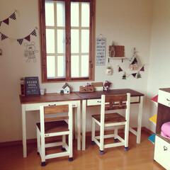 勉強机/DIY/雑貨/100均/セリア/ダイソー/... 一階の机を二階にあげました♡並んで勉強し…