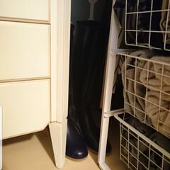 クローゼット収納/靴収納/レインブーツ収納/レインブーツ/収納/暮らし レインブーツはほとんど出番がないので玄関…