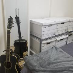 フェローズ 703バンカーズBox A4ファイル用 黒 3枚パック 内箱 5段積重ね可能 対荷重30kg & マガジンファイル208 3枚パック 2(その他キッチン、台所用品)を使ったクチコミ「自宅の寝室の防災備蓄は、ベッド奥の普段使…」