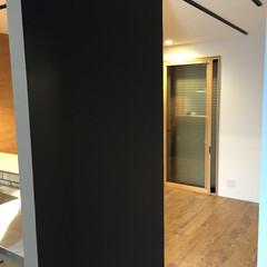 黒板壁/フロアタイル/リビング 黒板壁のあるリビング