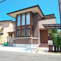 オーガニックハウス/滋賀/注文住宅/吹き抜け/外観 大きなガラス壁が印象的な外観。年月を経て…