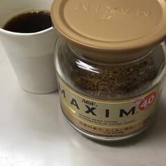 インスタントコーヒー インスタントコーヒーのフタ開けて、この中…