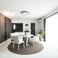 平屋住宅/アクセントクロス/生活動線 家具を置いてもゆとりのあるリビング♪