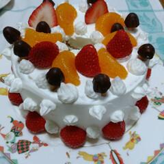 誕生日ケーキ、シフォンケーキ、デコ... 娘の誕生日に、シフォンケーキを焼き娘がデ…(1枚目)