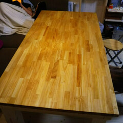 DIY/暮らし/節約/我が家のテーブル 昨年、新居建てた時に 旦那にお願いして …(1枚目)