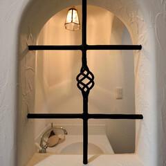 アイアンでつくるコーナー/2階洗面/アイアンと塗り壁/おしゃれな洗面コーナー/フレンチな空間 e-planning(ぶたさんの家)のつ…(1枚目)