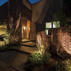 レンガ/アイアン/鉄骨階段/塩系の家/ペレットストーブ レンガと塗り壁のインナーガレージのある家…