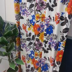 カーテン/花柄/白地/おしゃれ 鮮やかな花柄のカーテンに一目惚れしました…
