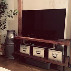 配管パイプ/テレビ台/廃材(古材) 廃材で作ったテレビ台に、配管パイプを二本…