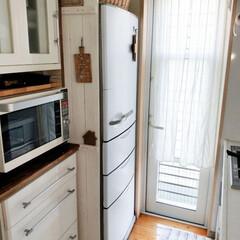 キッチン/冷蔵庫横板壁/冷蔵庫リメイクシート/リメイク/冷蔵庫横/冷蔵庫/... いつものキッチン。 冷蔵庫横に作った板壁…