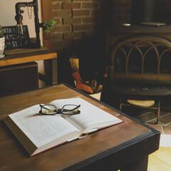 リビング/薪ストーブのある家/宇都宮/木の家/心地よい暮らし/読書 心地よい風が入るリビングでのんびり読書 …