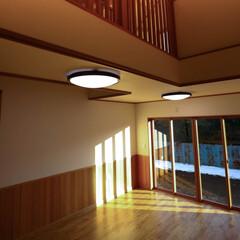 トクラスキッチン/腰板/無垢フローリング/木の家/人造大理石/キッチン/... シックな色のキッチンですが、 シンクの色…(3枚目)