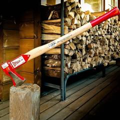 斧/栃木県/宇都宮/木の家/薪ストーブ/薪ストーブのある家 薪が入荷しました(自家消費用) 斧が写っ…