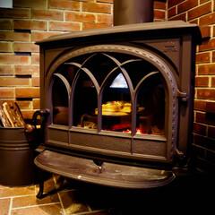 宇都宮/木の家/薪ストーブのある家/薪ストーブ/ピザ 買ってきたピザもストーブで温めると、一味…