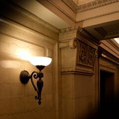 明治生命館/大理石/クラシカル 大理石の壁  クラシカルな照明 歴史を感…