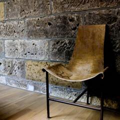 大谷石/蔵/イス/椅子 大谷石の蔵を改装した展示館  ちょっと休…