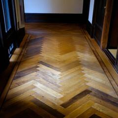 ヘリンボーン/西洋館/二葉館 ヘリンボーンの床 なかなか凝った造りです