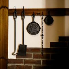 アイアン/バスロールサイン/宇都宮/薪ストーブのある家/スキレット ストーブアイテムのスキレット 壁に飾ると…