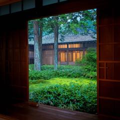木の家/日本家屋/縁側/夕暮れ時/日本庭園/わびさび/... 日光市田母沢御用邸の縁側からの眺め 夕暮…